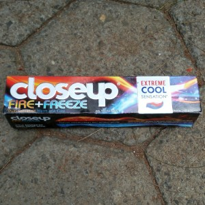 gambar review ke-2 untuk CloseUp Fire+Freeze Extreme Cool Sensation
