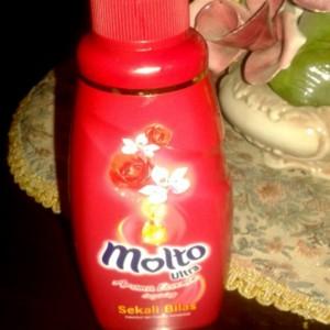 gambar review ke-2 untuk Molto Ultra Sekali Bilas Aroma Essence Inspiring